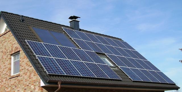 太陽光発電の発電量と出力の関係